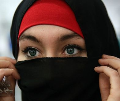 Mężczyzna rozwiódł się z kobietą dzień po ślubie po tym, jak zobaczył ją pierwszy raz bez makijażu
