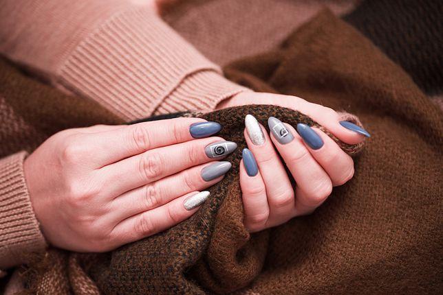 Naklejki na paznokcie są łatwe w aplikacji i zapewniają piękny efekt.