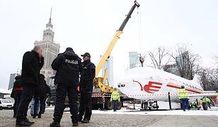 Rozbiórka samolotu w centrum Warszawy