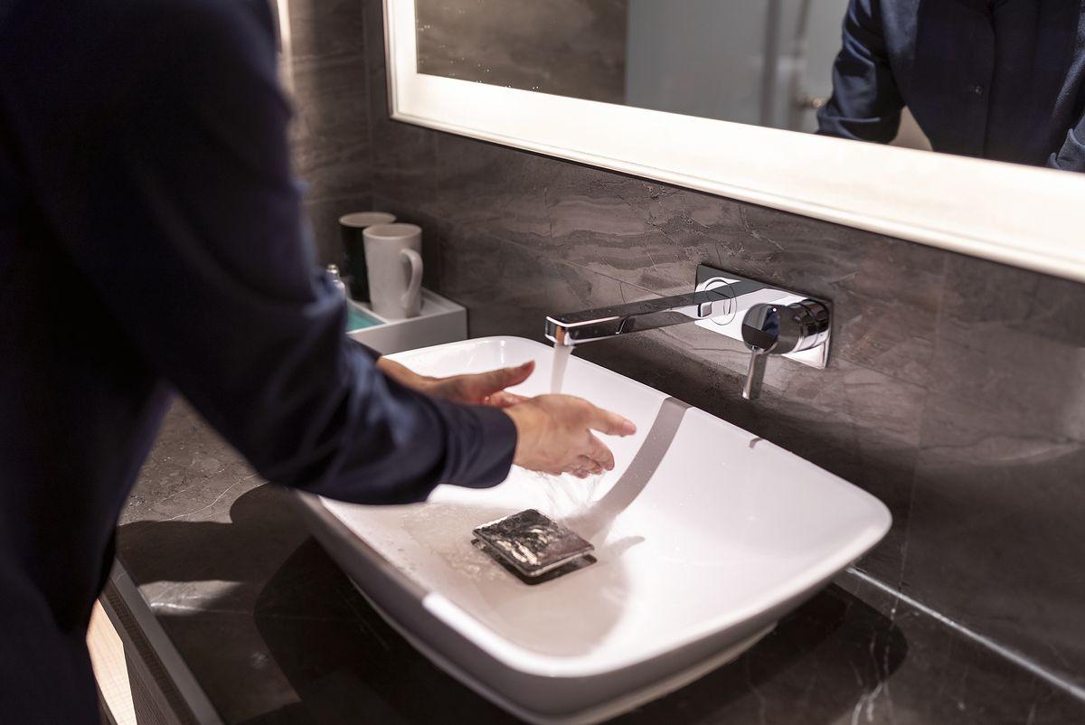 Minimalistyczne szafki pod umywalkę do hit sezonu
