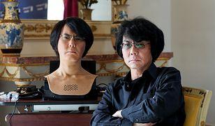 Hiroshi Ishigaro, naukowiec z Uniwersytetu w Osace i stworzony przez niego robot z kopią jego twarzy. Macie szanse mieć podobnego klona i jeszcze na tym zarobić.