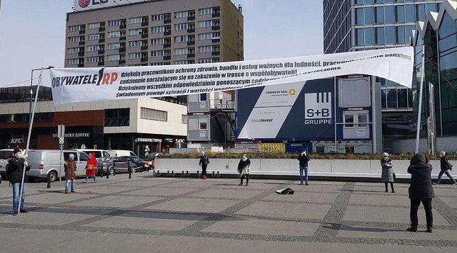 Warszawa, 26.03.2020. Zanim Obywatele RP poszli pod Sejm, demonstrowali w centrum miasta. W maseczkach i zachowując przepisowe odległości.