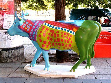 Kolorowe krowy paradują w Warszawie