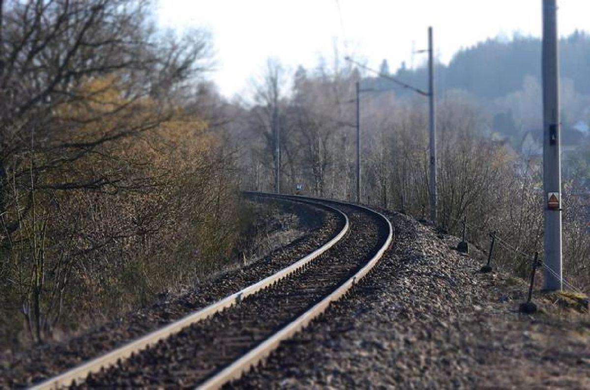 Śmiertelnie potrącenie pieszego na torach. Opóźnienia pociągów