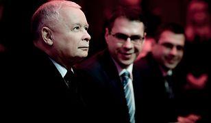 Jarosław Kaczyński i braci Karnowscy na gali Człowiek Wolności 2016.