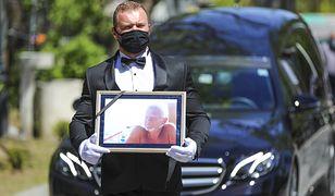 Tak wyglądał pogrzeb Bronisława Cieślaka. Aktora pożegnały tłumy