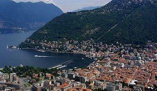 Położenie Como nad górskim jeziorem sprawia, że miasto jest chętnie odwiedzane przez turystów