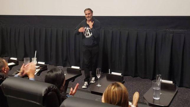 """Joaquin Phoenix zrobił niespodziankę widzom """"Jokera"""""""