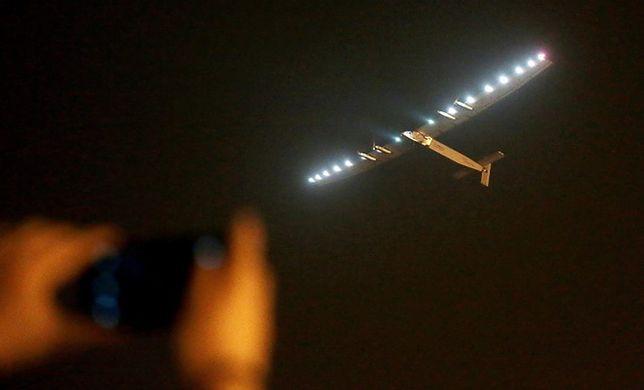 """Przełomowy lot """"słonecznego samolotu"""" przerwany. Zawiniła pogoda"""