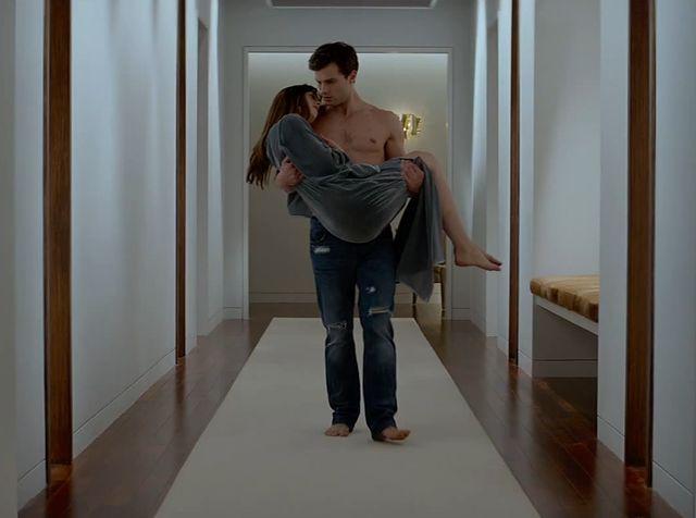 Jamie Dornan i Dakota Johnson w jednej z ekranizacji trylogii