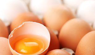 Jajka w kuchni nie są niezastąpione. Zamiast nich możesz użyć mielonego siemienia lnianego lub rozgniecionego banana.