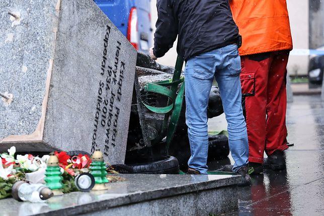 Zniszczyli pomnik ks. Jankowskiego. Usłyszeli zarzuty