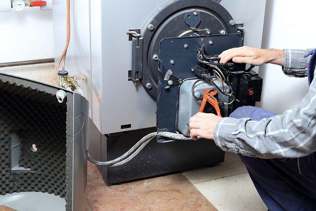 Na rynku kotłów olejowych znajdziemy urządzenia stojące, głównie jednofunkcyjne i kondensacyjne, których całkowita sprawność sięga od 91 do 94 proc.