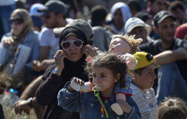 Uchodźcy w obozach przejściowych