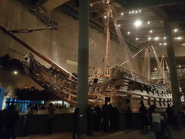 Okręt zdobi 700 rzeźb