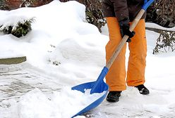 Atak zimy to dodatkowe obowiązki. Zobacz, co ci grozi za nieodśnieżenie chodnika przed domem
