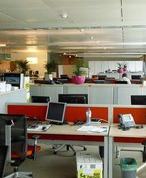 Więcej biur poza stolicą