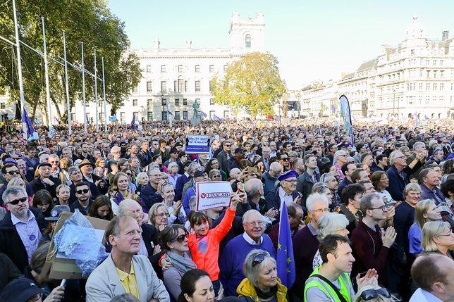 Setki tysięcy manifestantów w Londynie. Chcą kolejnego referendum ws. Brexitu