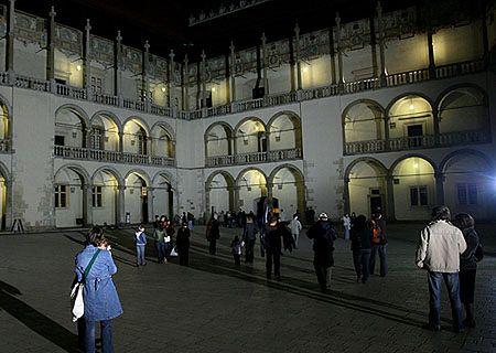 Tłumy zwiedzających podczas Nocy Muzeów