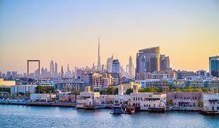 Emirat jest idealnym kierunkiem na krótki city break, rodzinne wakacje czy romantyczną wycieczkę