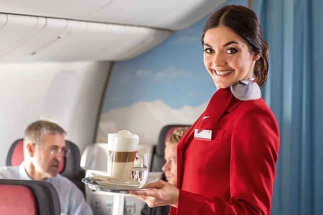 Stewardessa podczas lotu
