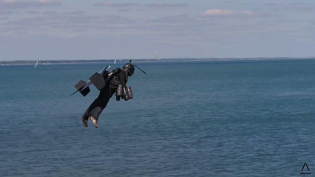Odrzutowy kostium Gravity Industries. Lot nad cieśniną Solet.