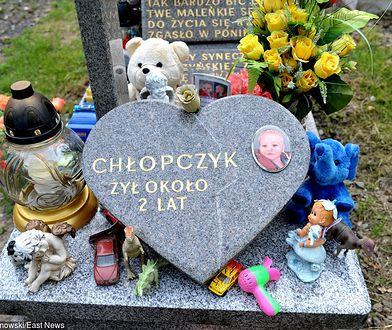 Dwa lata po śmierci chłopca rodzice wciąż pobierali świadczenia z MOPS-u. Nikt nie skontrolował, czy chłopiec żyje.
