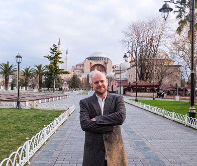 """W """"Merhabie"""" Witold Szabłowski rozmawia z każdym, kto może pomóc mu zrozumieć różne oblicza współczesnej Turcji"""