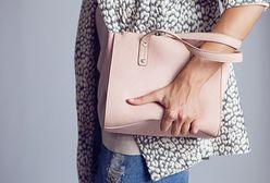 Stylowe torebki dla kobiet w każdym wieku. Ich ceny nie przekraczają 100 złotych