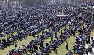 Pielgrzymka motocyklistów 2021. Tłum na Jasnej Górze w Częstochowie. Jarosław Sellin komentuje