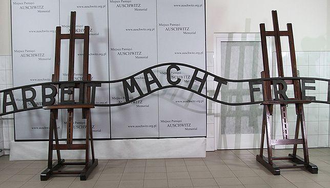 """Udało się naprawić napis """"Arbeit macht frei"""""""