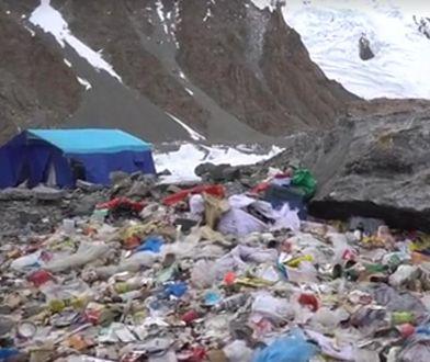 Śmieci na obozie w K2
