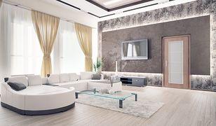 Eleganckie, przeszklone drzwi pasują do nowoczesnych wnętrz