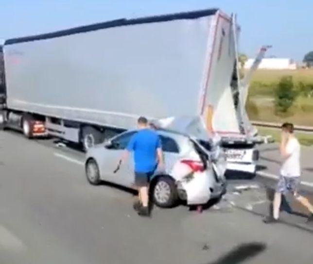 Wielkopolskie. Tragiczny wypadek na A2. 37-latek nie żyje / Stopklatka z nagrania MotoSygnały