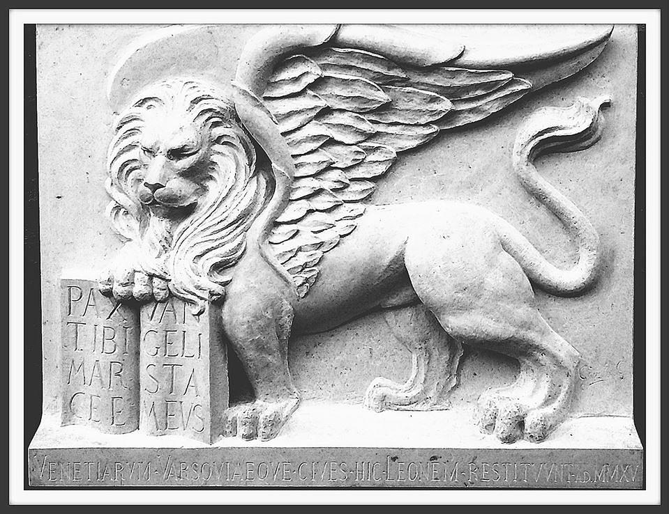 Płaskorzeźba z lwem św. Marka wróciła na Stare Miasto