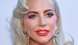 Lady Gaga w bikini. Artystka odpoczywa na tarasie