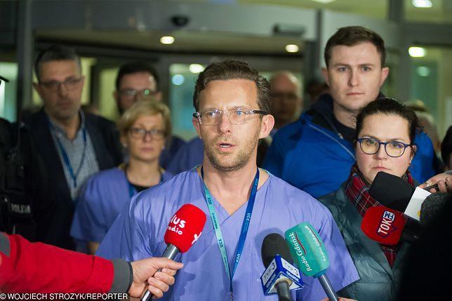 W nocy z 13 na 14 stycznia dr Tomasz Stefaniak przekazał, że prezydent Gdańska przeszedł operację. Jednak jego stan był bardzo ciężki.