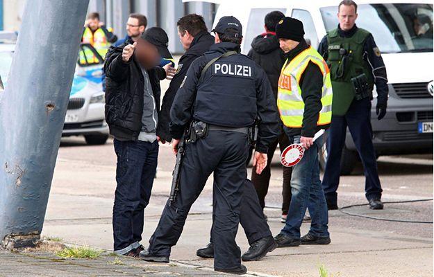 Niemiecka policja na granicy w Lichtenbusch - trwają wzmożone kontrole w związku z zamachami w Belgii