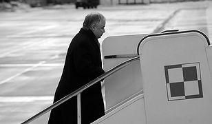 Lech Kaczyński wsiada na pokład samolotu - zdjęcie archiwalne