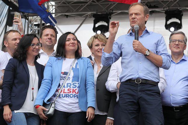 Donald Tusk mocno zaangażuje się w Polską politykę.