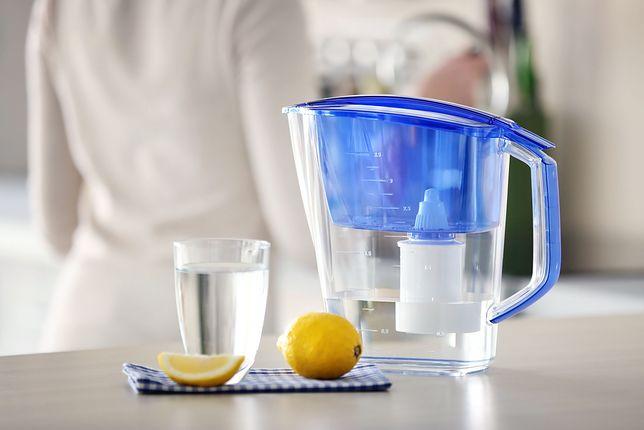 Dzbanki filtrujące pozwolą zaoszczędzić na kupowaniu butelkowanej wody