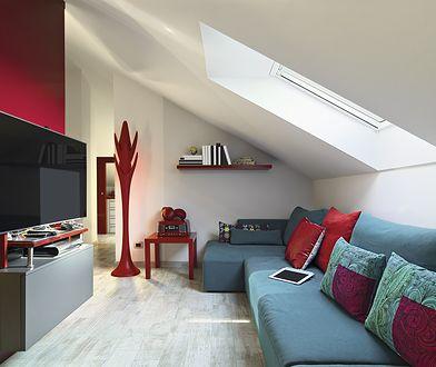 Osadzenie stolarki okna dachowego w gotowym dachu z reguły nie przysparza większych problemów