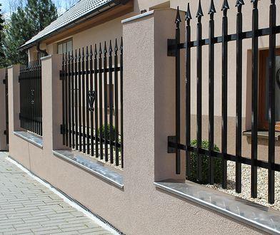 Ogrodzenie domu - pełne czy ażurowe?