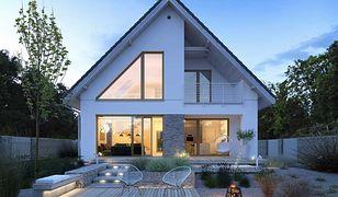 Jeśli zdecydujesz się wybudować dom blisko ogrodzenia frontowego, zyskasz więcej przestrzeni zielonej za domem.
