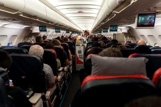 Stewardesy pokazują, z jakimi pasażerami muszą zmagać się na co dzień