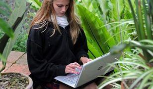 Nie trzymaj laptopa na kolanach!