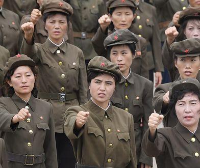 Kobiety w Pjongjang demonstrują poparcie dla swojego rządu