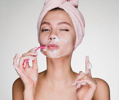 Coraz więcej kobiet na świecie usuwa z twarzy każdy najmniejszy włos.