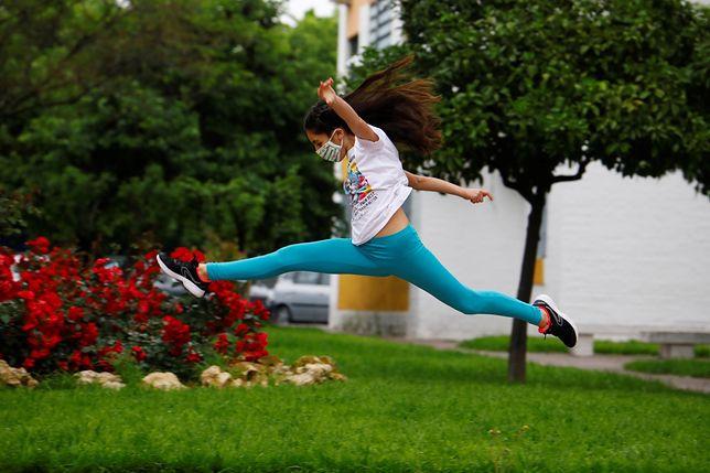 Koronawirus w Hiszpanii. Dzieci po raz pierwszy od 42 dni wyszły na spacer