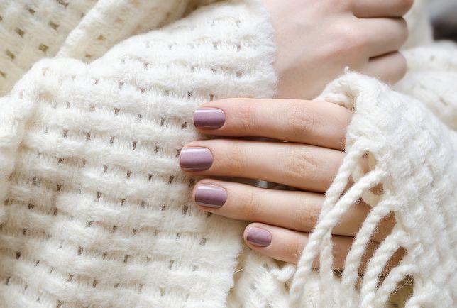 Jak dbać o paznokcie i dłonie, kiedy nosisz hybrydę? Tych zasad musisz przestrzegać